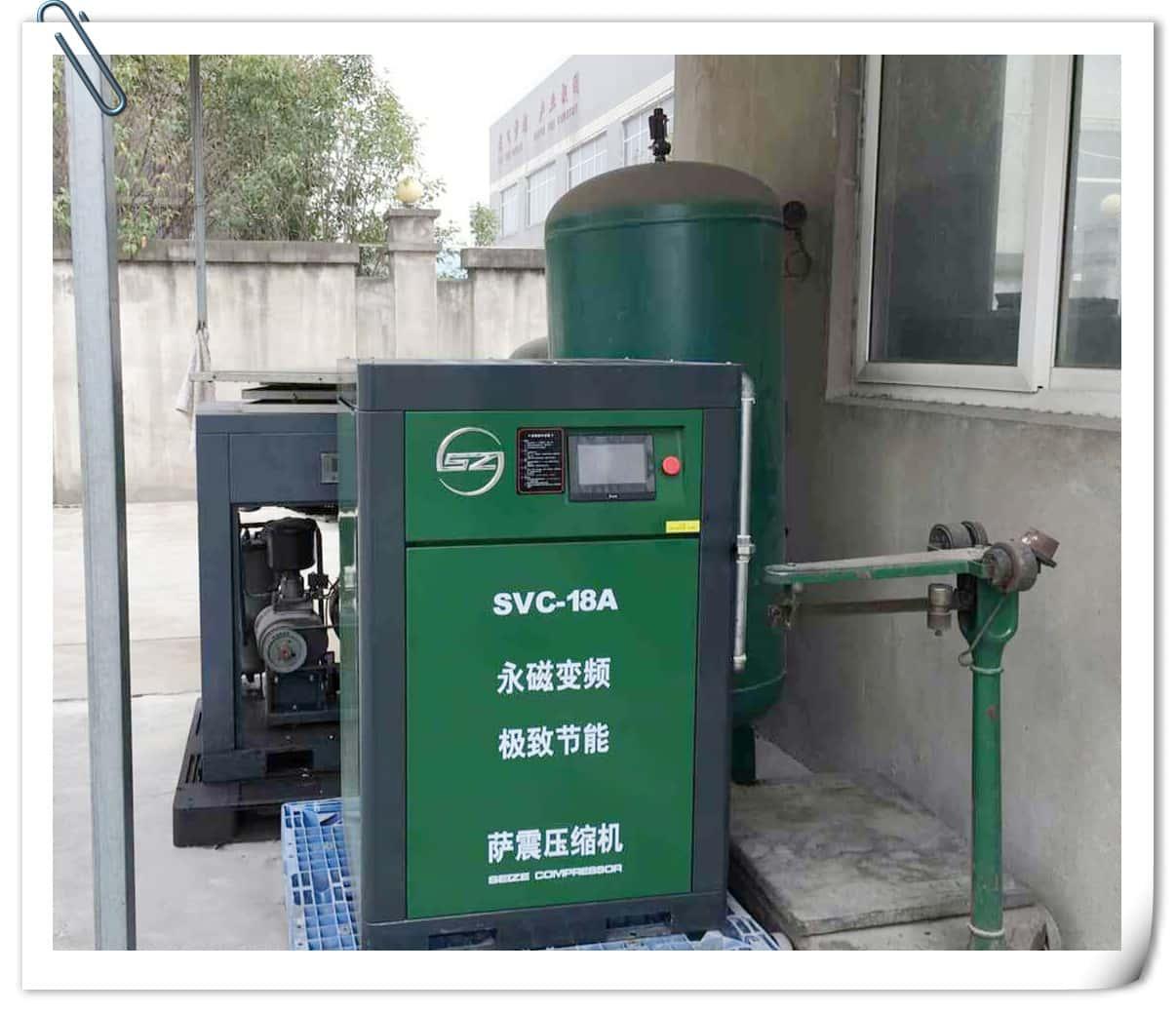 答:螺杆式空压机与液压设备结构的不同,决定了螺杆式空压机对润滑油图片